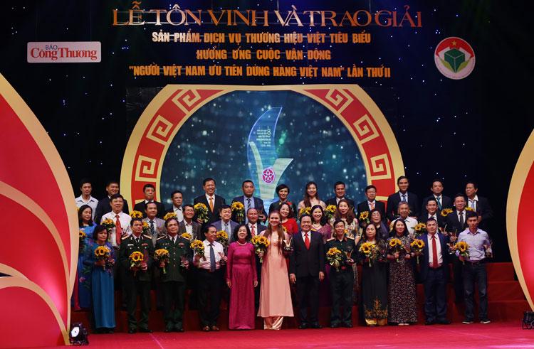Tôn vinh và trao giải cho 96 doanh nghiệp Việt tiêu biểu