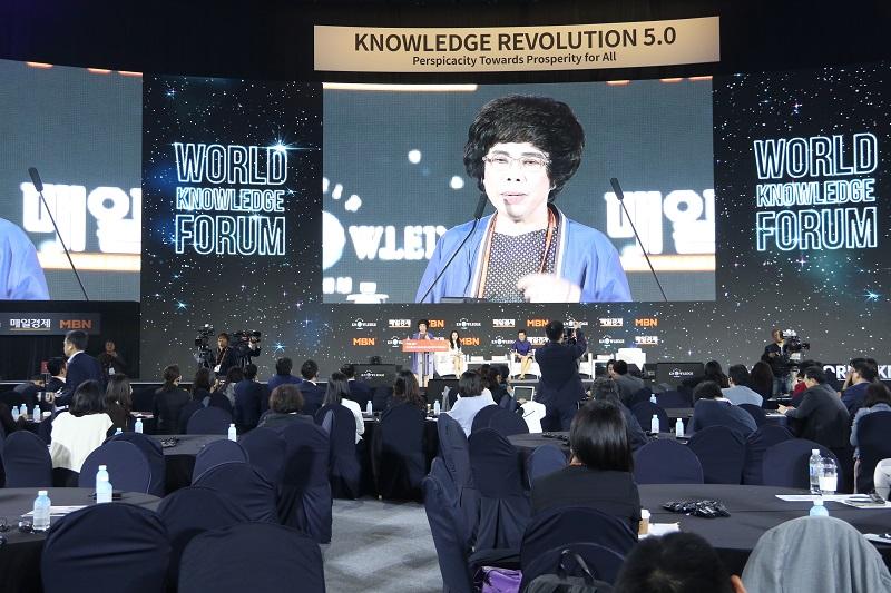 Nhà sáng lập Tập đoàn TH nhận giải thưởng Nữ doanh nhân quyền lực ASEAN